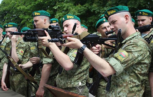 В Брестской пограничной группе состоялось приведение нового пополнения к Военной присяге